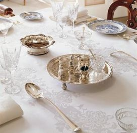 Elegant double damask tablelinen.