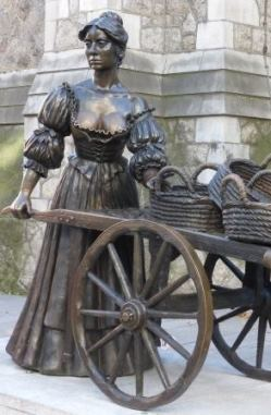 Bronze statue of Molly Malone with her wheelbarrow in Dublin